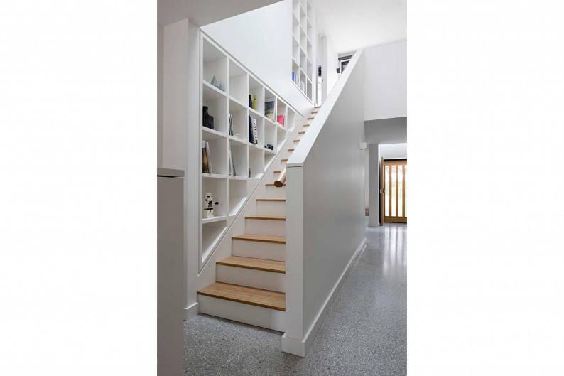 Inbetween_Architects_Ruffey_Lake_House_staircase