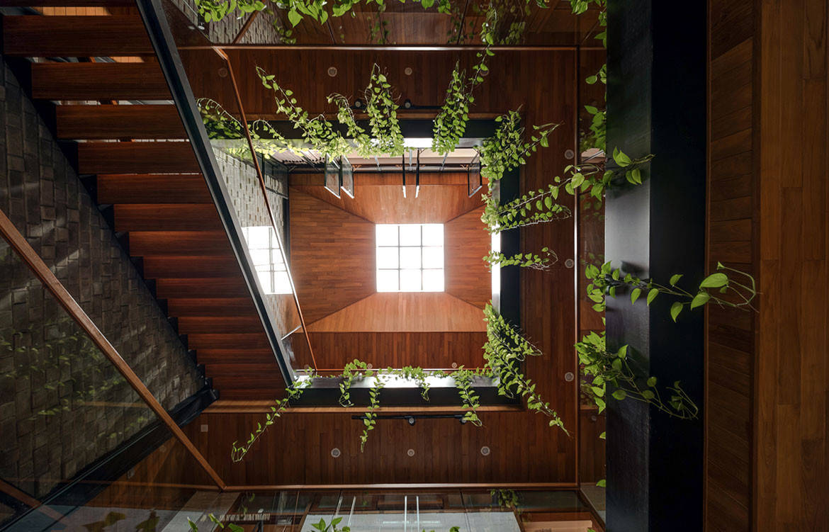 Family Home With A Stunning Internal Courtyard Lookboxliving