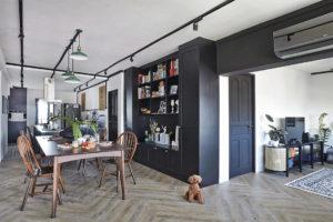monochrome corner flat