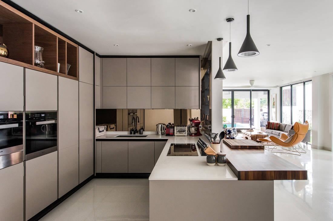 mirror kitchen backsplash in damansara house by endeavour land