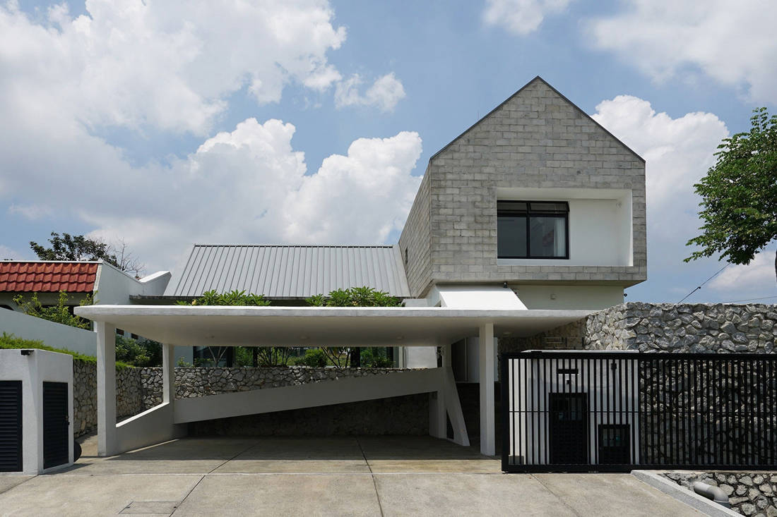 semi-detached house by Fabian Tan Architect - facade