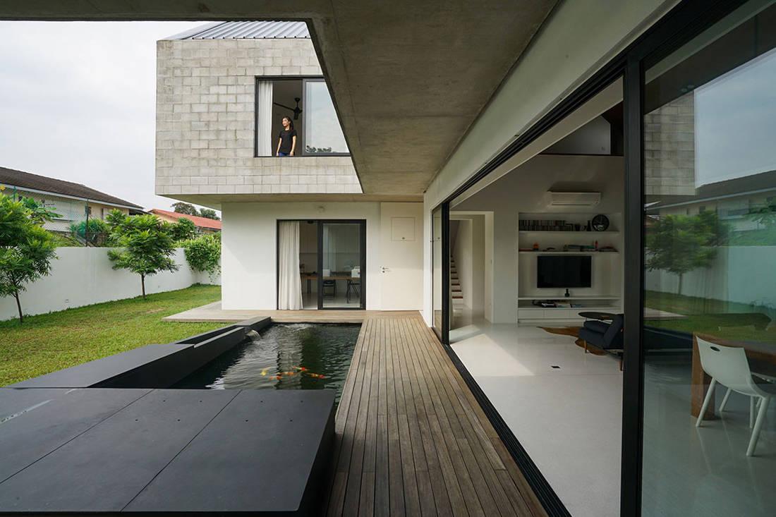 semi-detached house by Fabian Tan Architect - koi pond