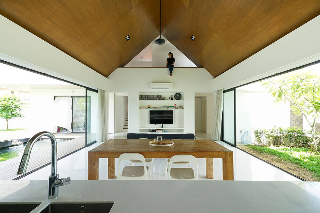 semi-detached house by Fabian Tan Architect - living space (2)