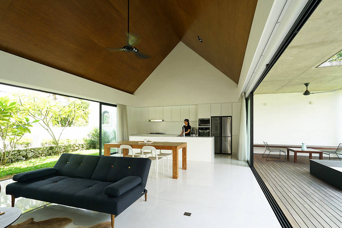 semi-detached house by Fabian Tan Architect - living space (3)