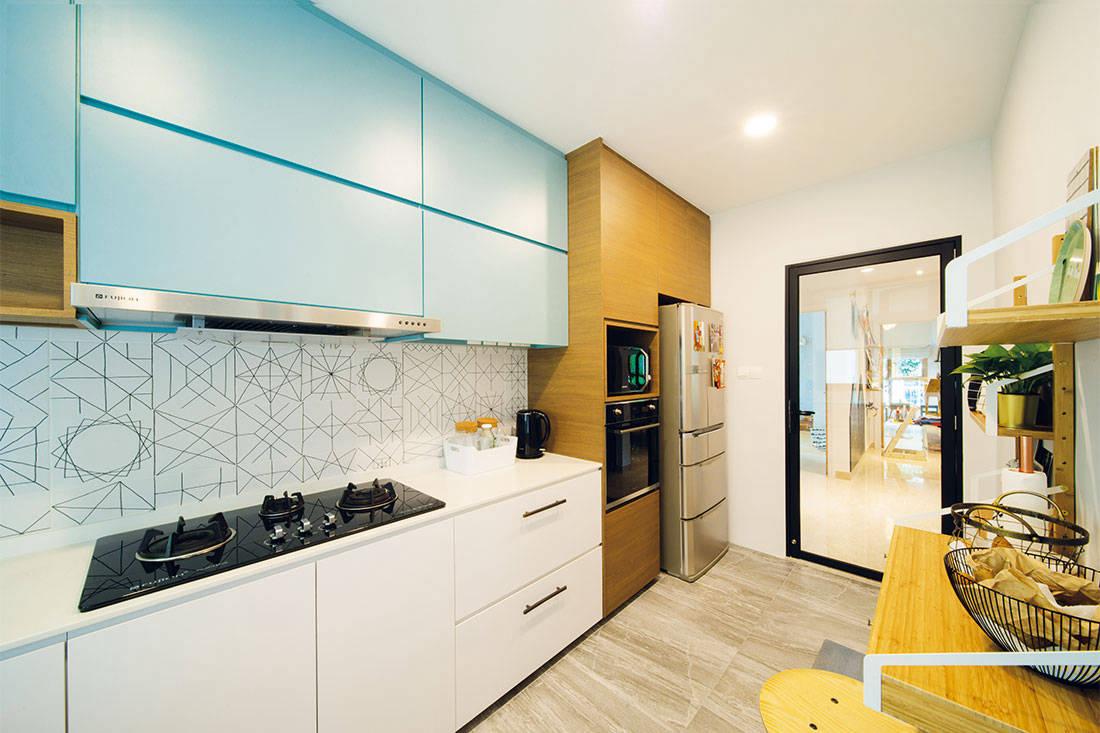 colouful_condo_kitchen_forefront_interior_condo