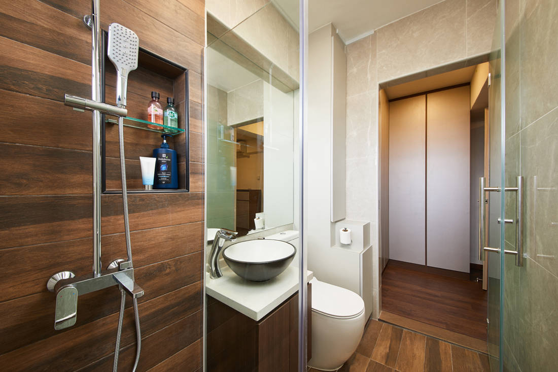 HDB resale flat master bathroom by Dots N Tots Interior