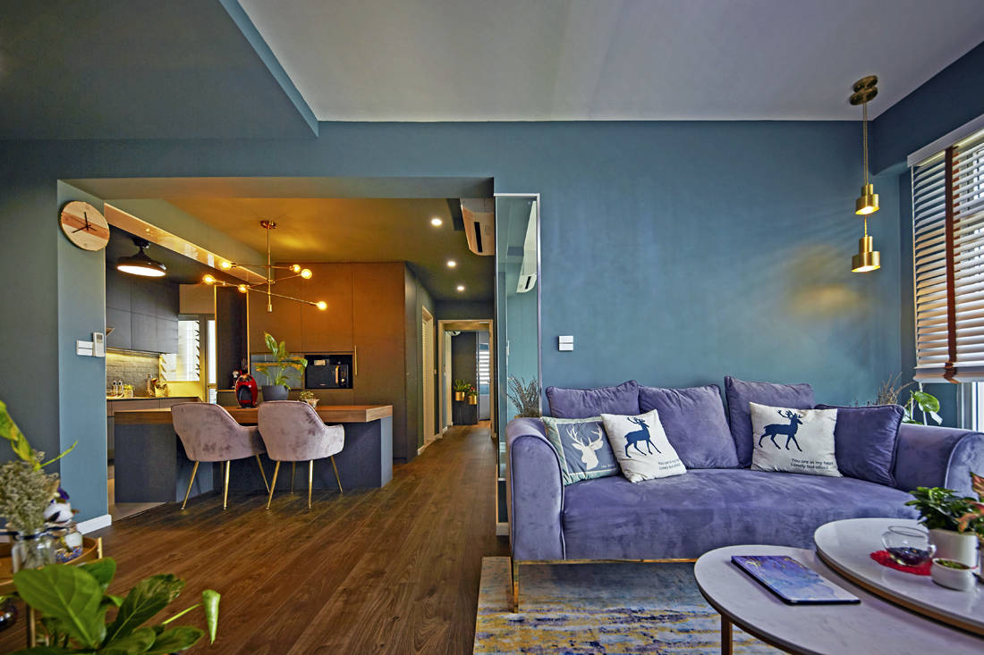 dark colours make living and dining flat spacious by Carpenters