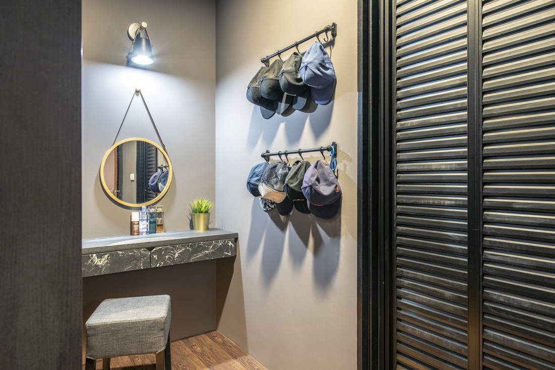pet-friendly and childproof dressing area by Metier Planner