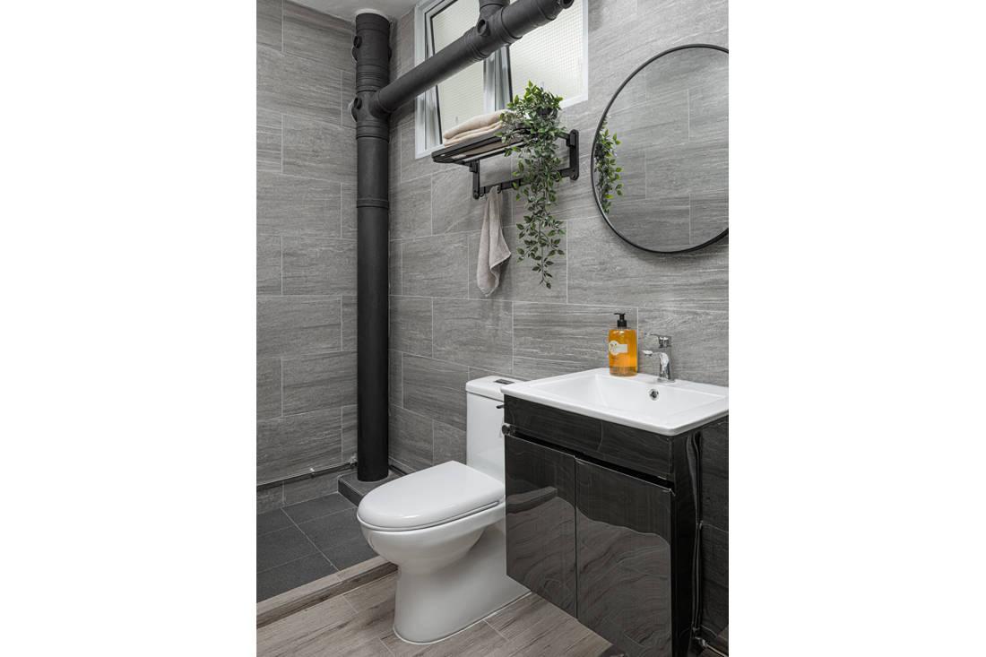 Scandi style resale HDB flat guest bathroom by AP Concept
