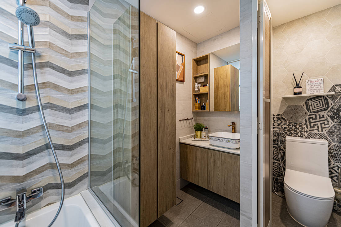 practical storage and organisation in condo bathroom by Metier Planner