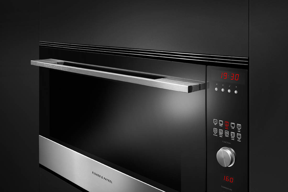 Fisher & Paykel 9 Function Pyrolytic Built-in Oven close up