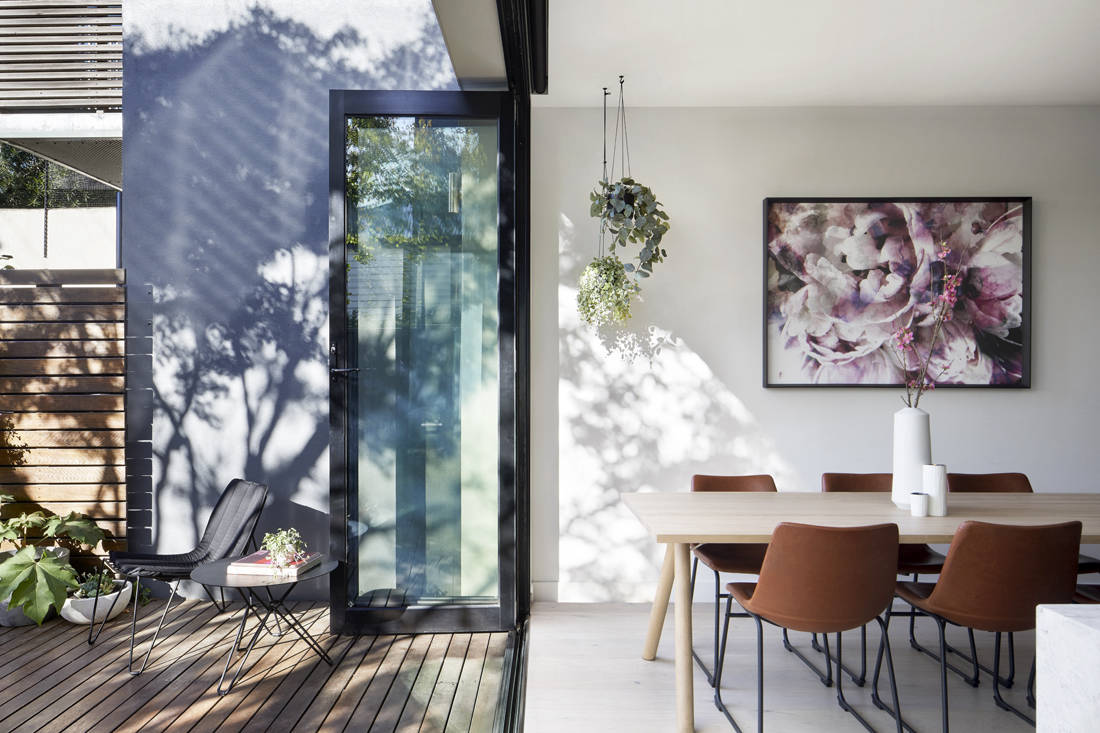 Victorian suburban home dining by Blank Canvas Architects
