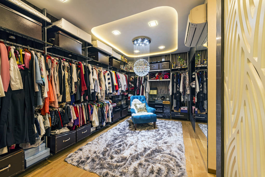 walk-in wardrobe in semi-detached house with impressive guest room by Lux Design