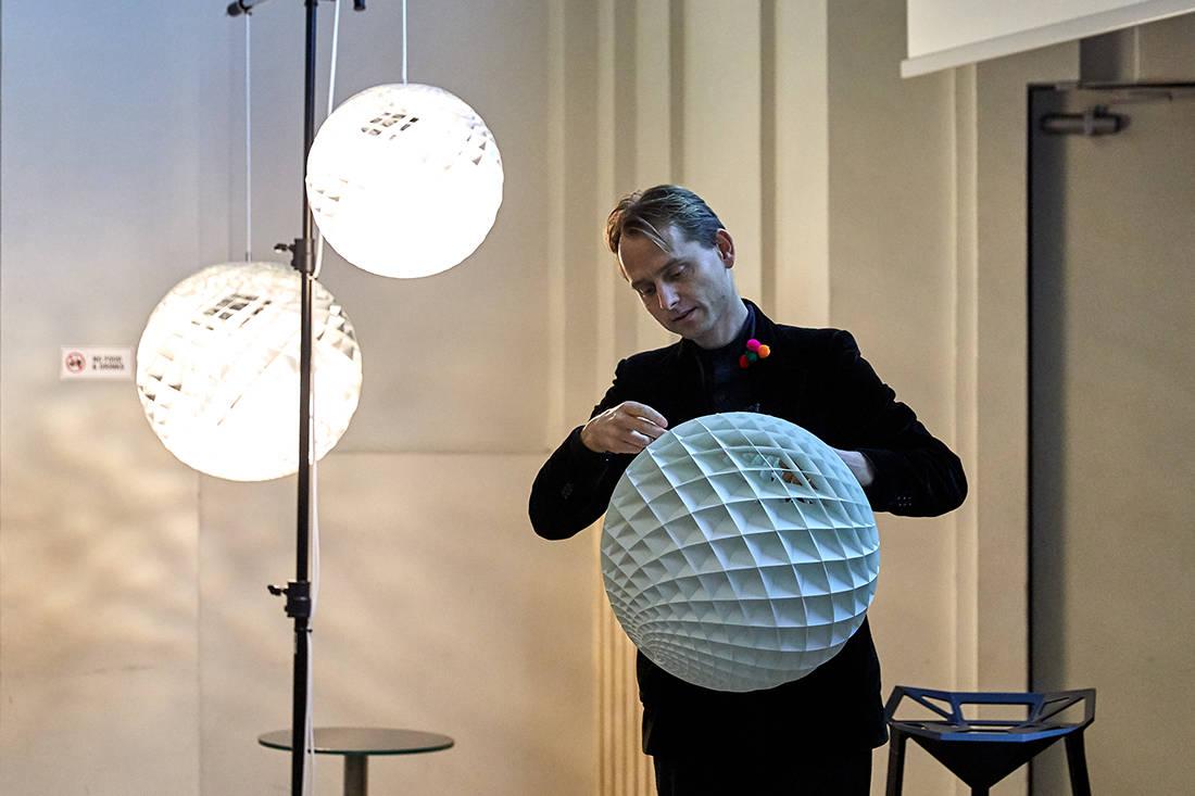 Øivind Slaatto on Louis Poulsen Patera Silver light (11)