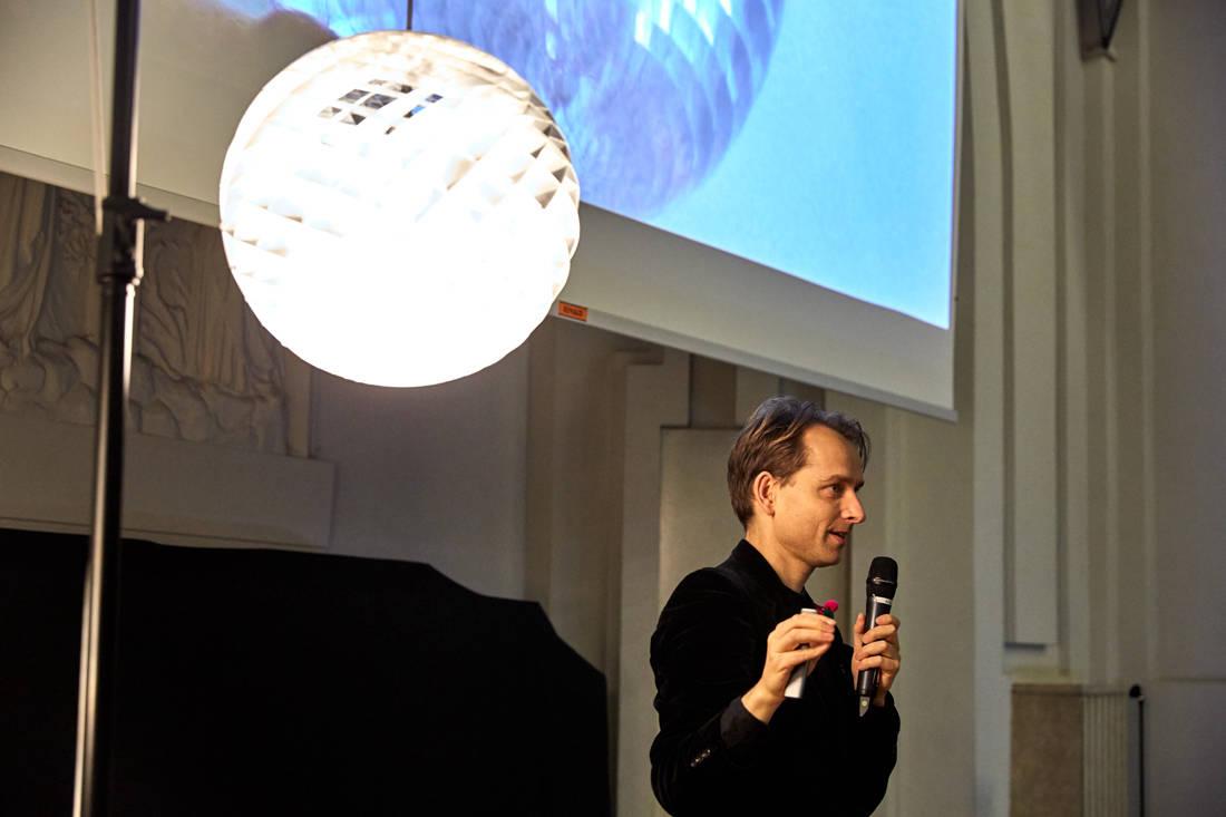 Øivind Slaatto on Louis Poulsen Patera Silver light (3)