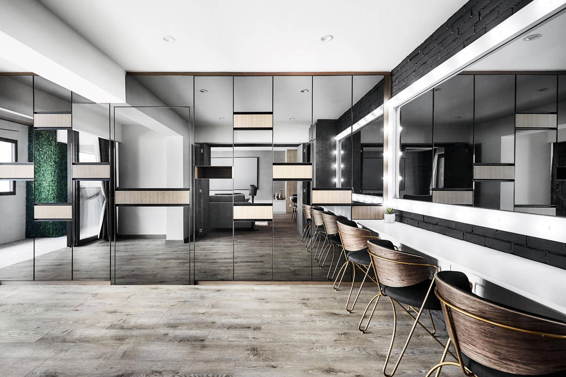 Hollywood-style makeup studio in resort inspired resale flat by Design Zage