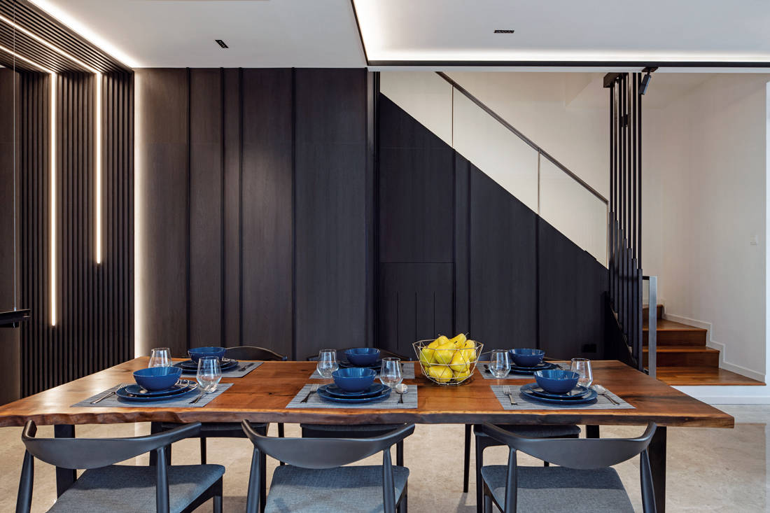 dining room in family-oriented home by Obbio Concept