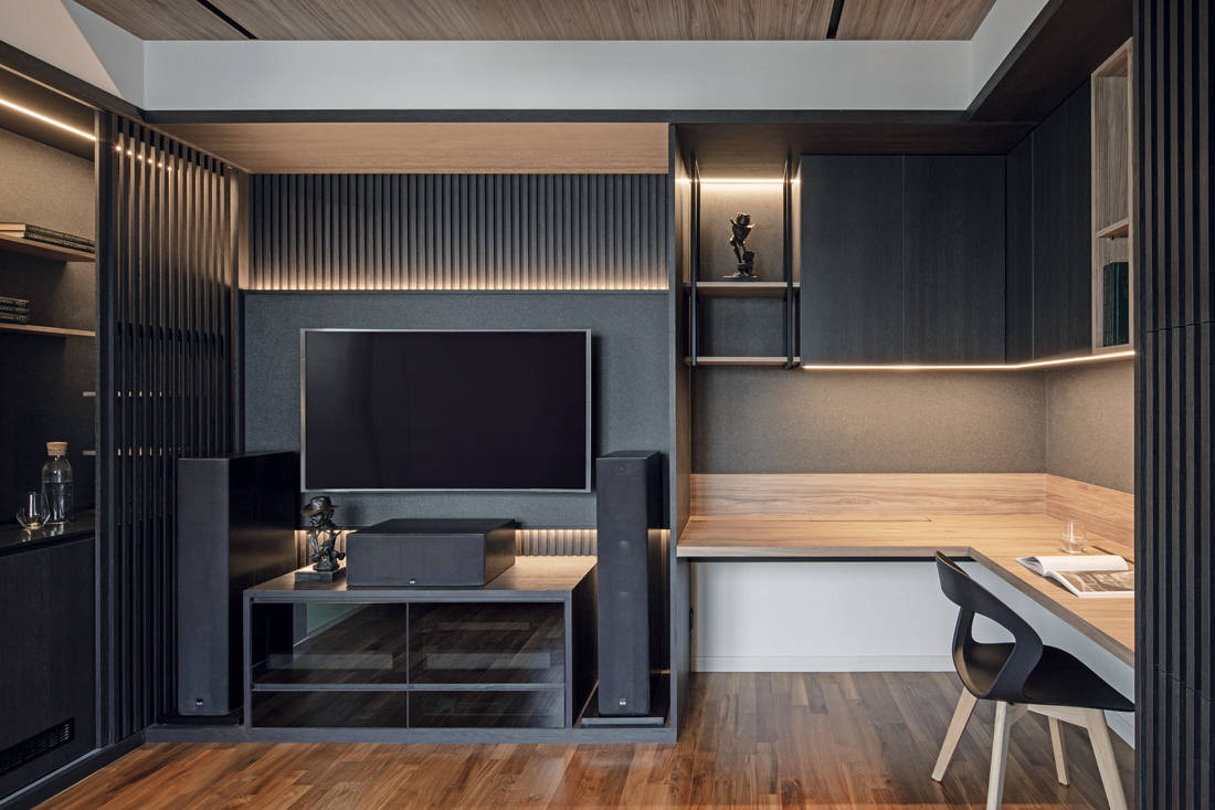 entertainment area in family-oriented home by Obbio Concept