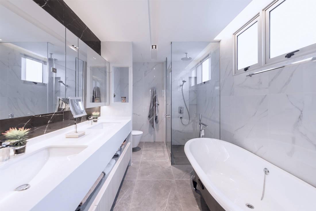 social space | The Orange Cube - bathroom
