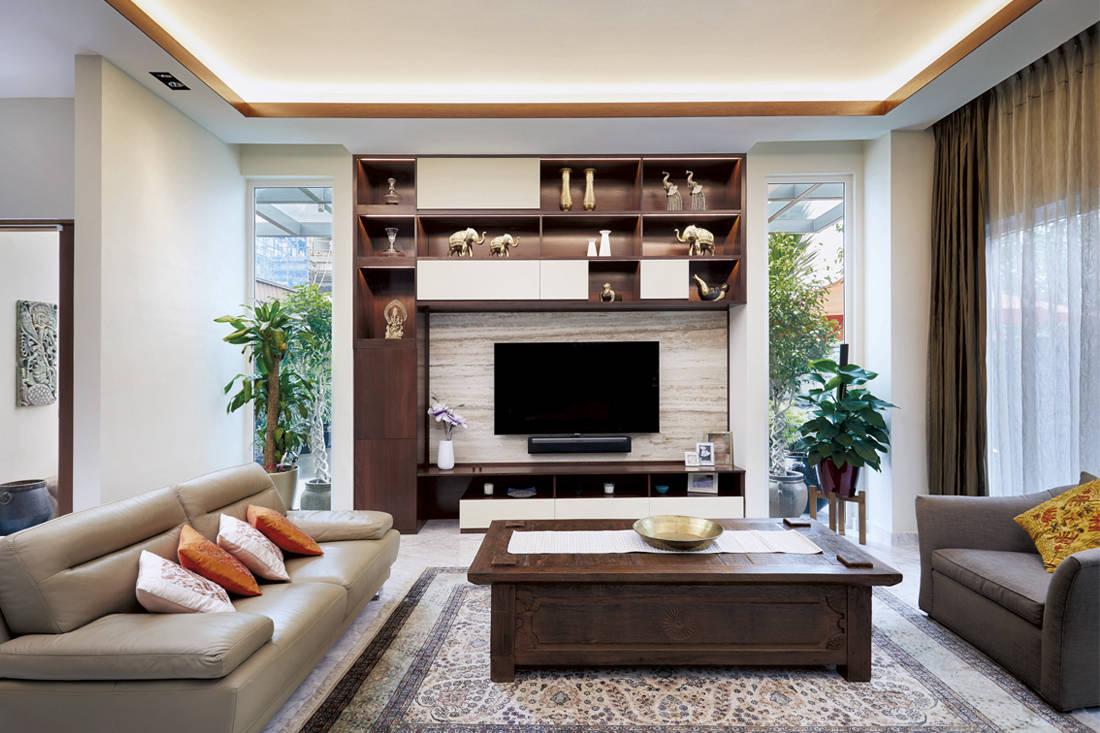 East meets West Black N White Haus - living room