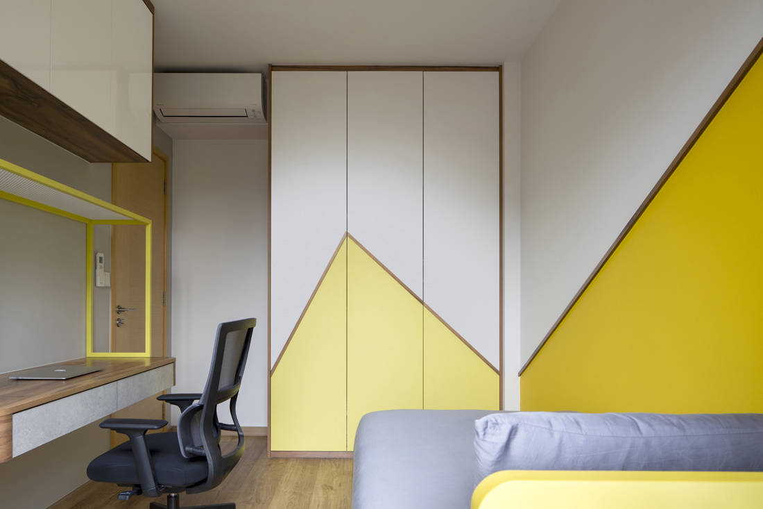 colour play in apartment by Linear Space Concepts (5)