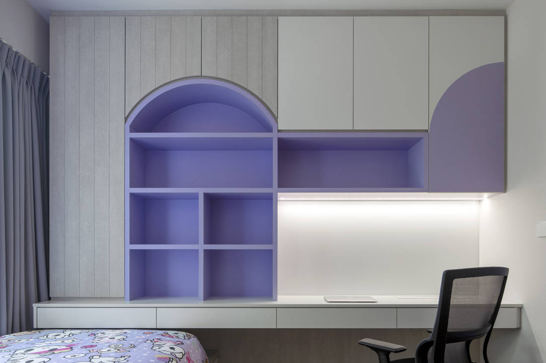 colour play in apartment by Linear Space Concepts