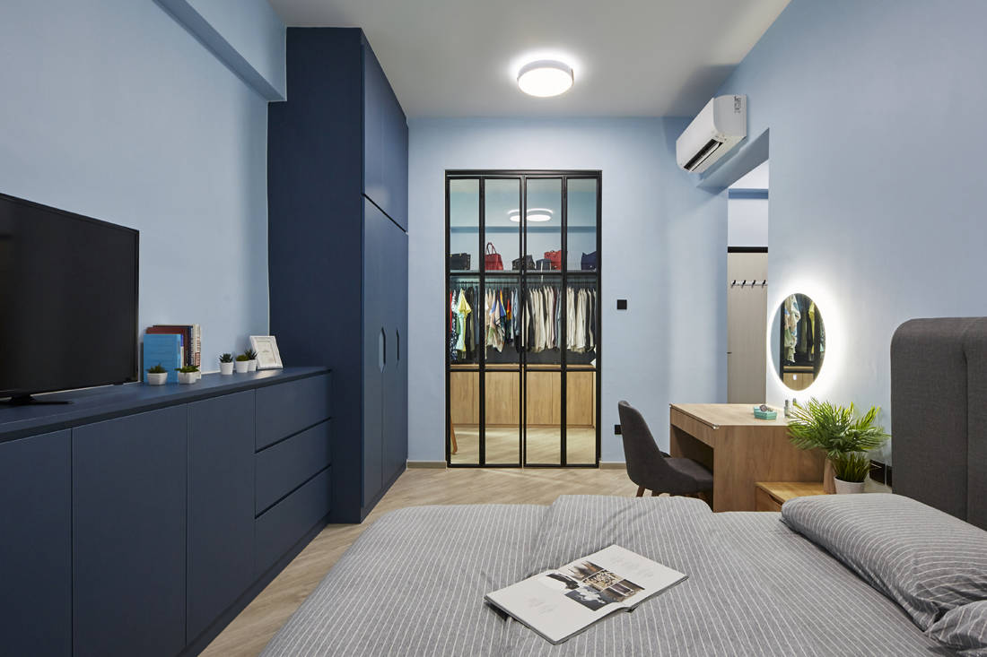 blue as main colour palette in resale condo by MET Interior (4)