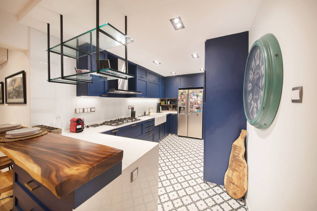 kitchen in jumbo flat by Aart Boxx Interior