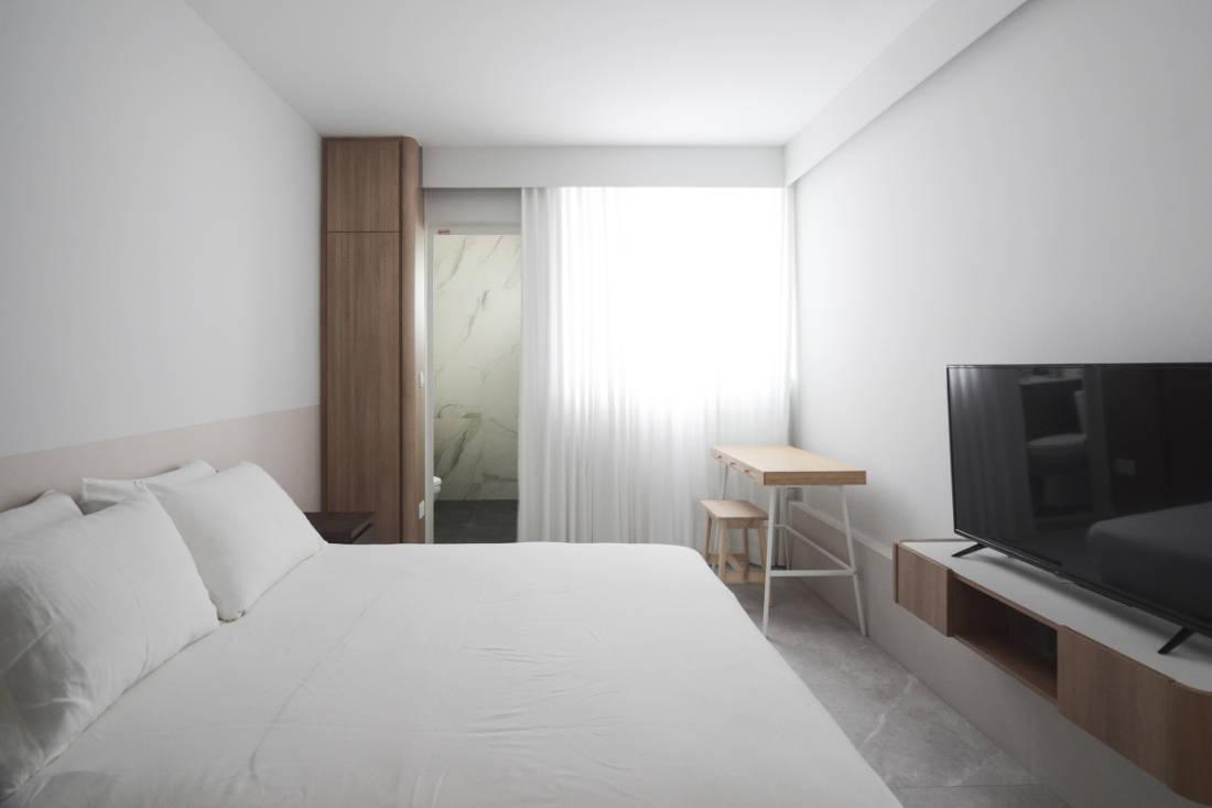 effortless modern-day living in HDB resale flat master bedroom by Craftsmen Studio (2)