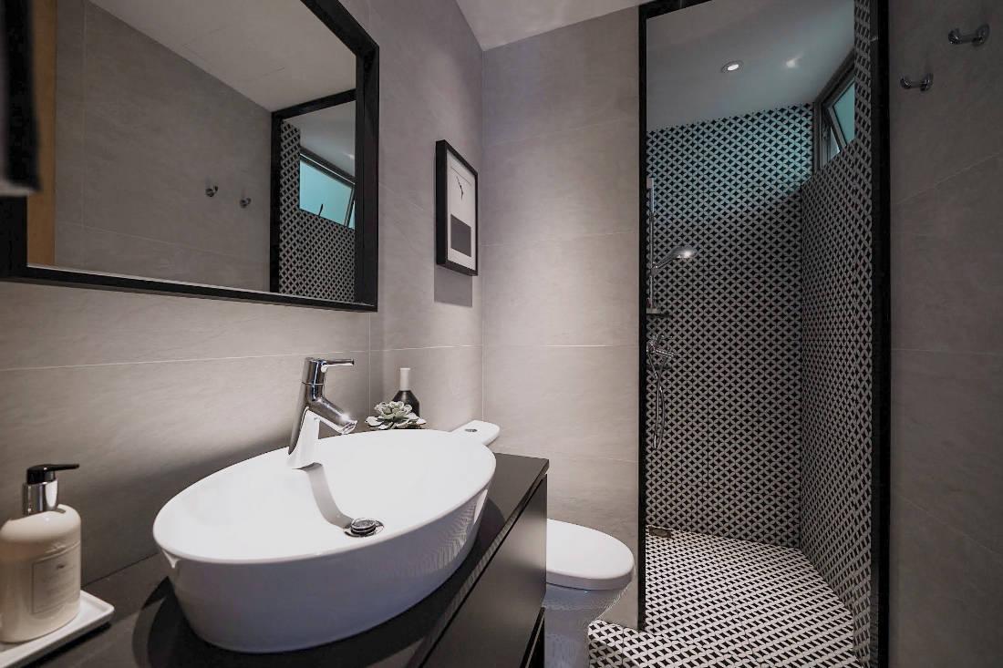 bachelorette pad common bathroom by SPIRE