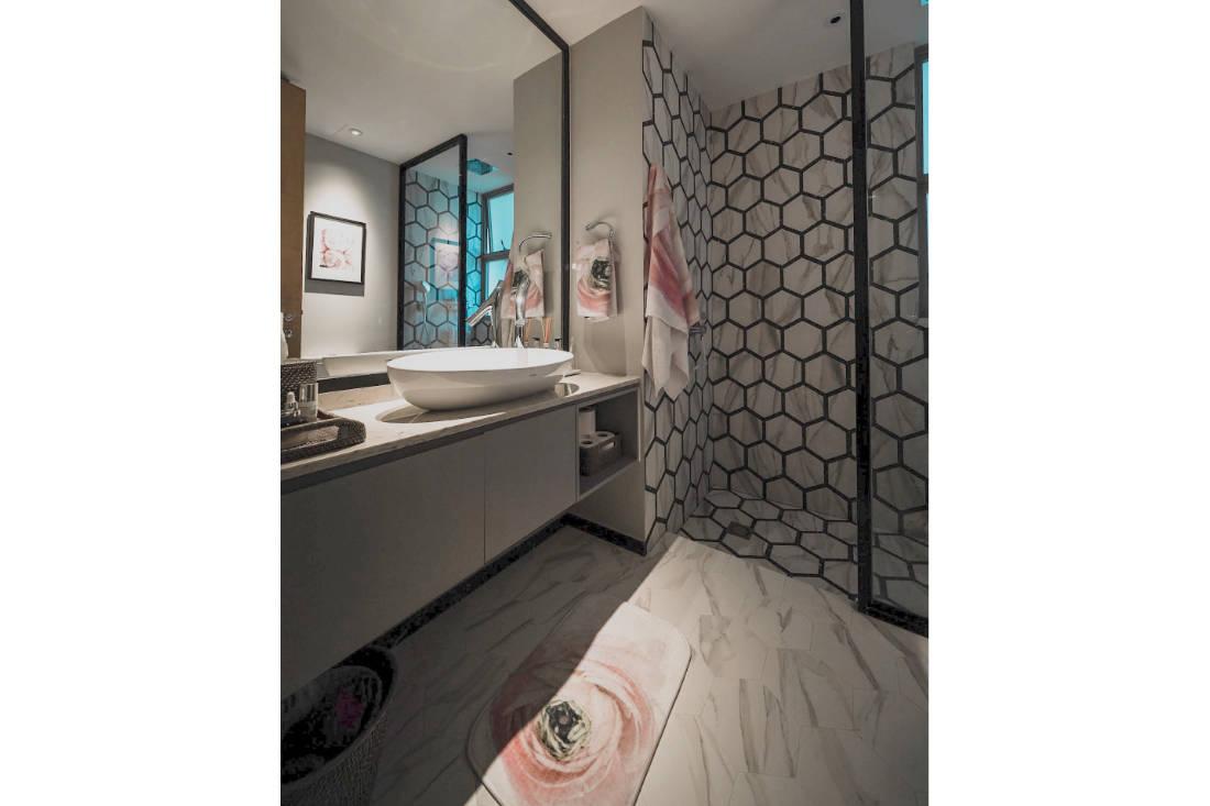 bachelorette pad master bathroom by SPIRE