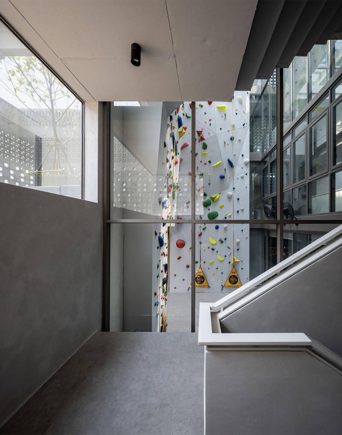 rock climbing wall house Anonym
