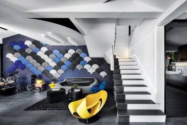 Waves of pleasure in a home where every floor is unique