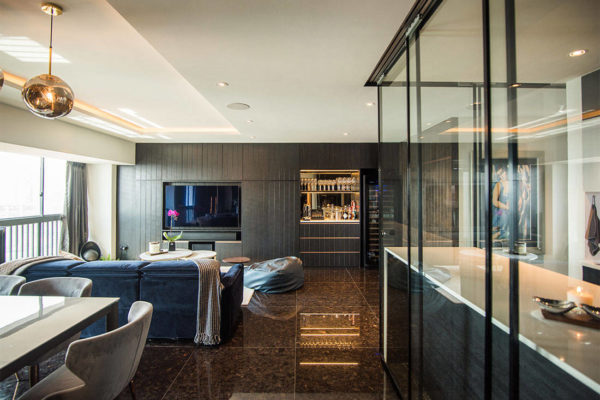 A smart home in Pinnacle@Duxton with a kitchen hub and bar