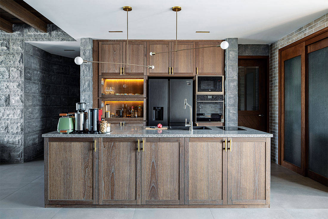 country-style apartment Carpenters