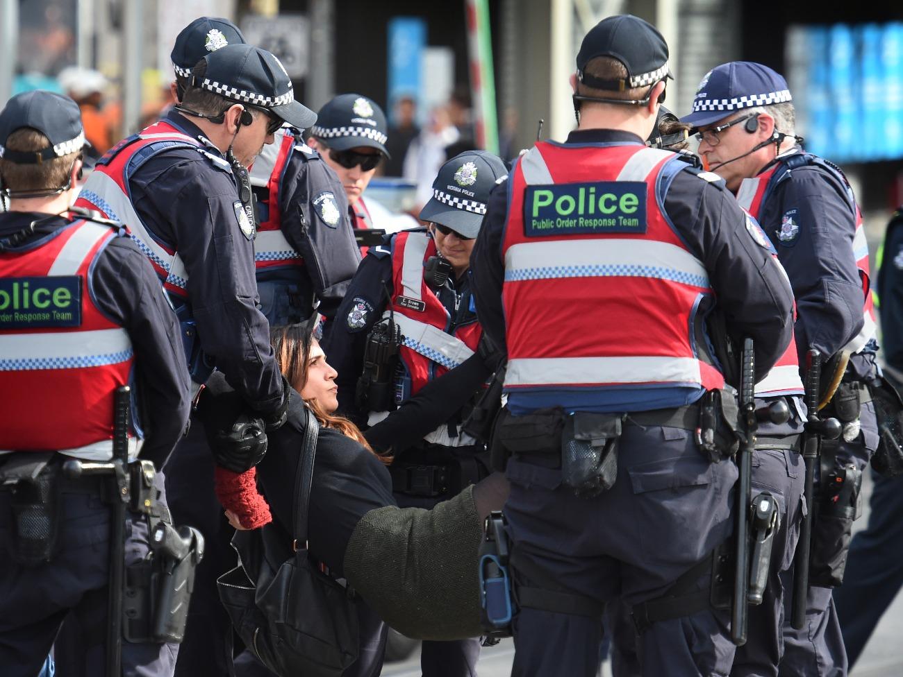 Police remove vegan protestors in Melbourne
