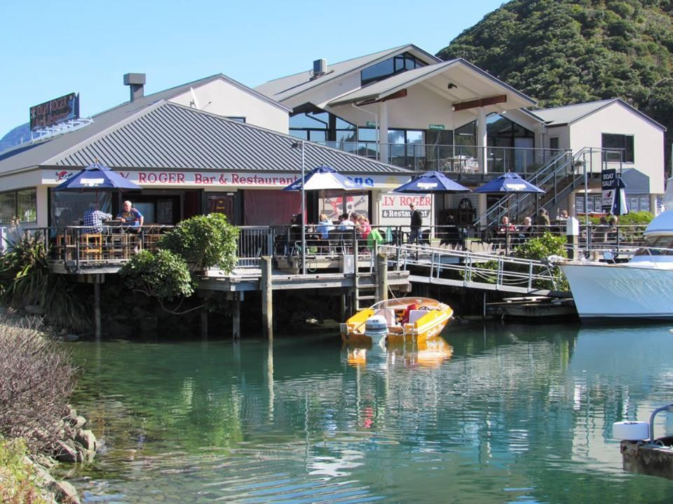 Jolly Roger Bar & Cafe