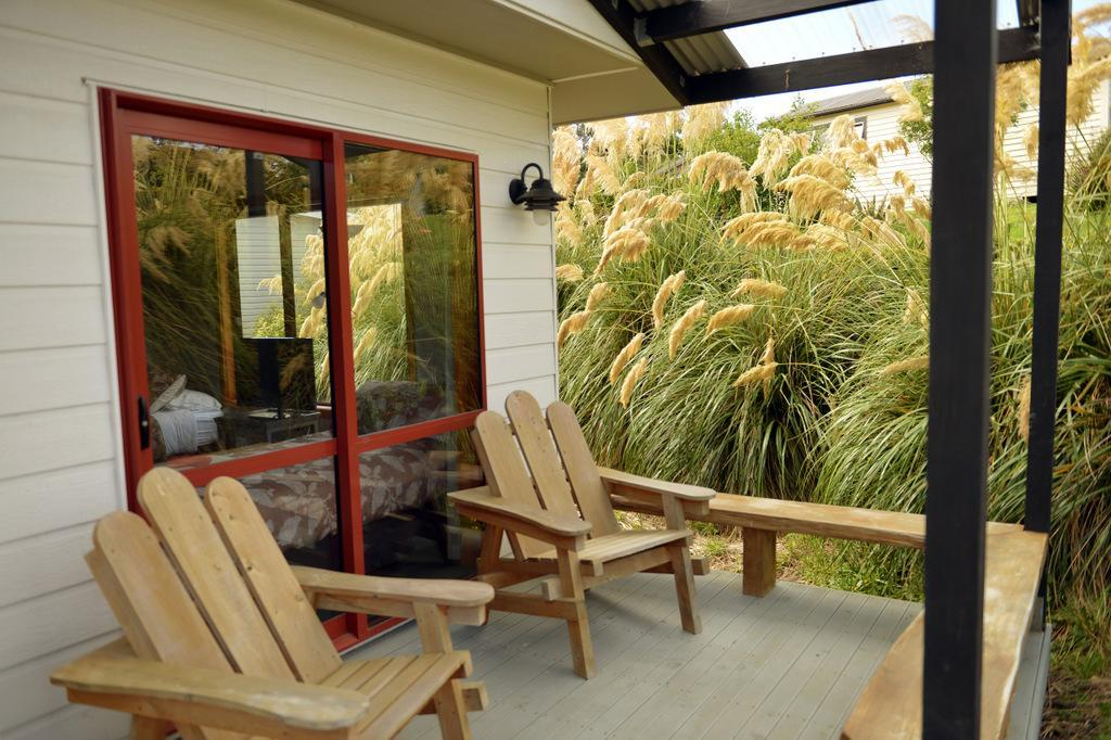 Whistling Frog Restaurant, Accommodation & RV Park at McLean Falls
