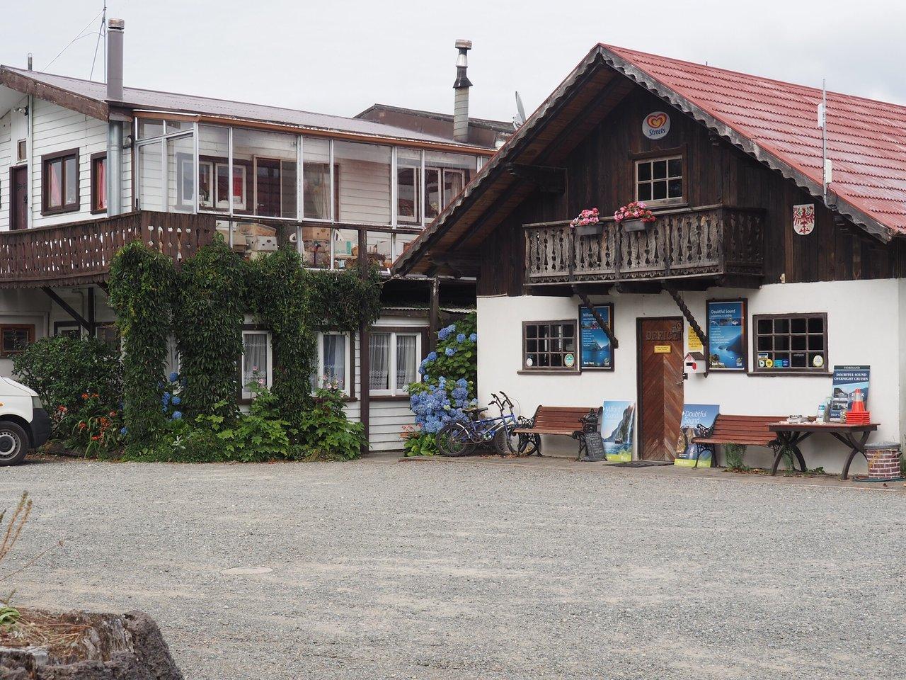 Manapouri Motels & Holiday Park