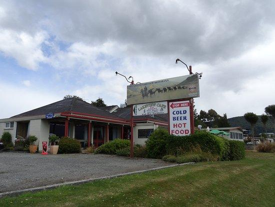 Manapouri Lakeview Cafe and Bar