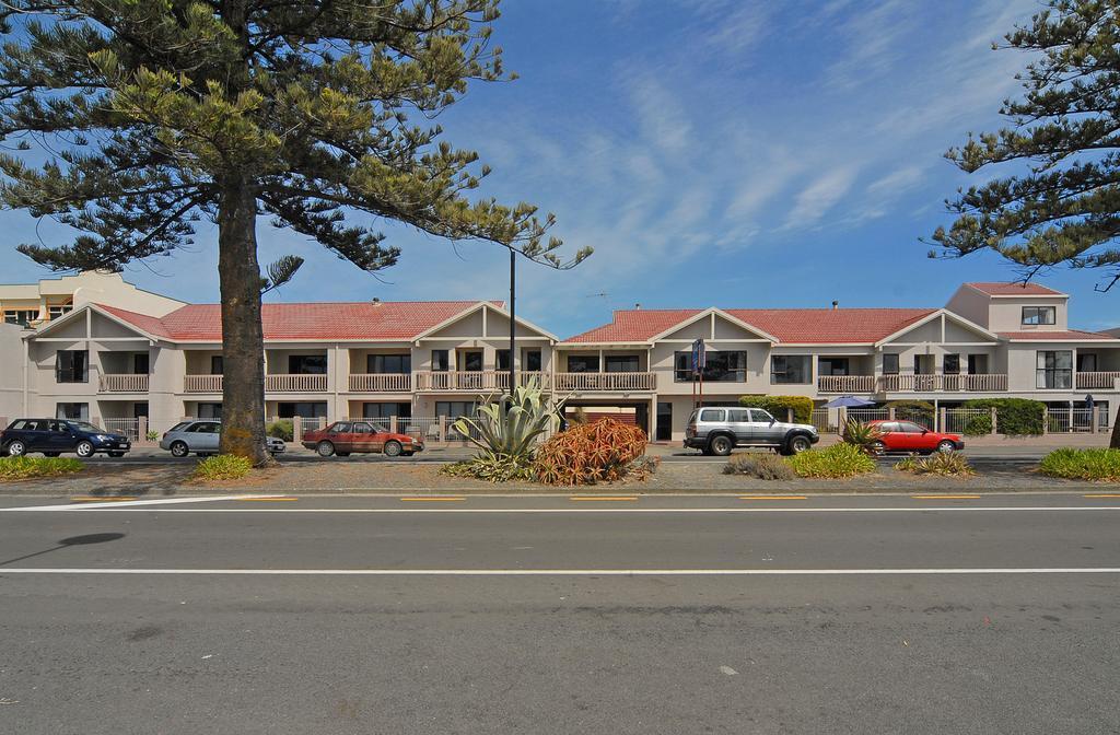 Edgewater Motor Lodge