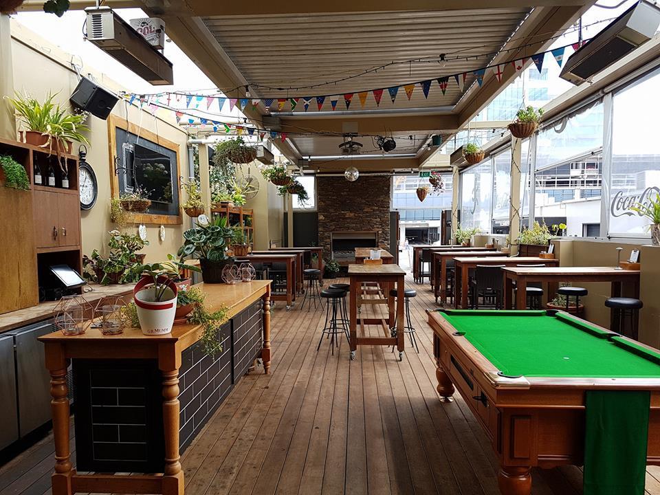 Iguana Street Bar & Restaurant
