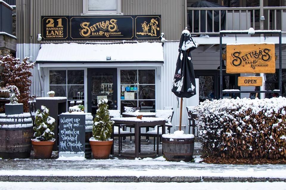 Settlers bar and restaurant