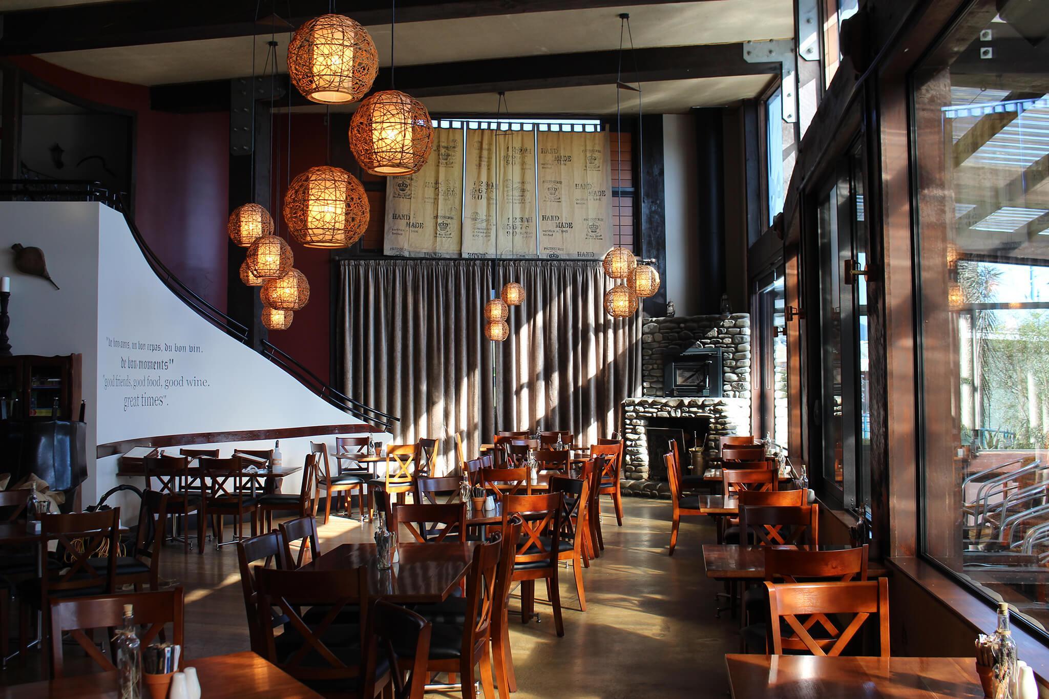 Saveur Cafe, Bistro & Patisserie