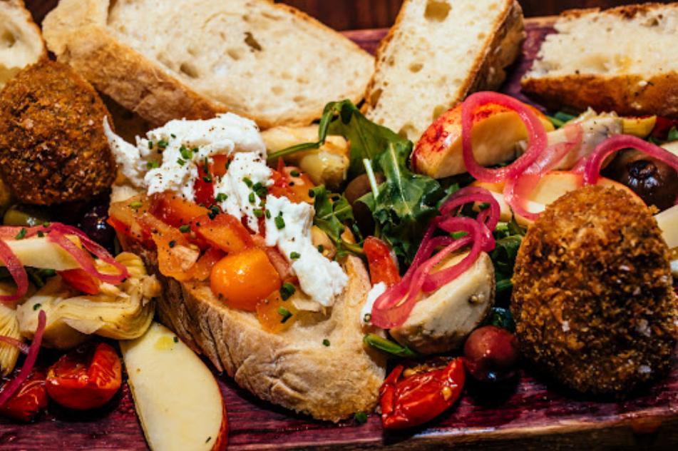 Attiqa Bar & Med Kitchen
