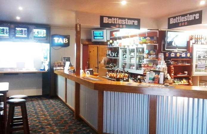 Top Hut Bar & Bistro