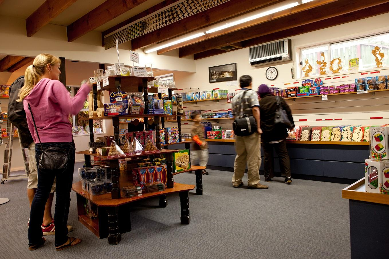 PUZZLING WORLD Gift Shop