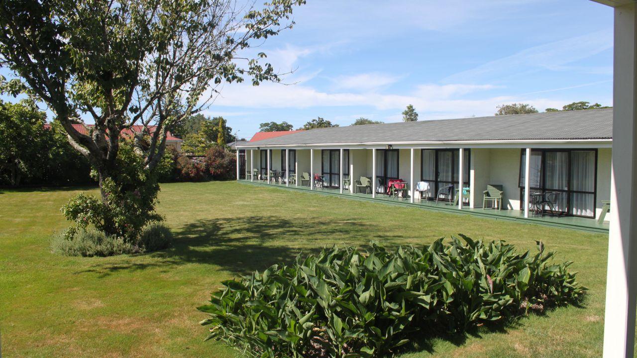 Equestrian Lodge Motel