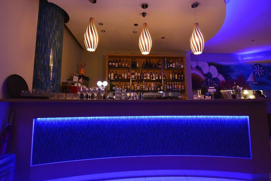 Neptune Cafe & Bar