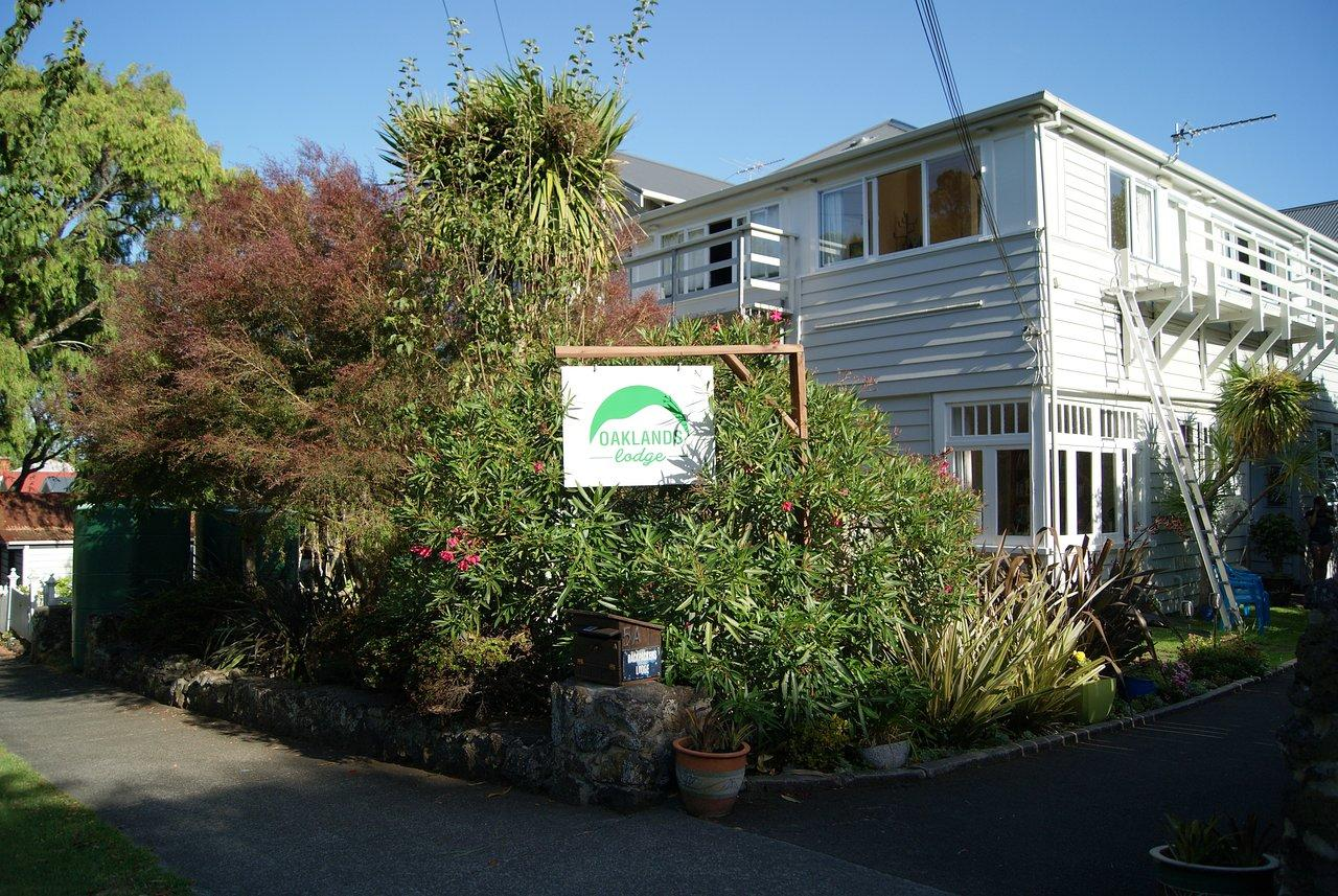 Oaklands Lodge Backpackers